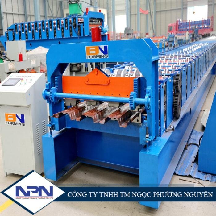 Máy cán sàn boong dày 1,5mm với máy cắt thủy lực BNF-B